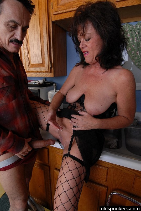 Mature women and grannies. Gallery - 414. Photo - 13