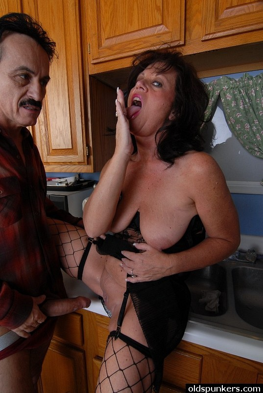 Mature women and grannies. Gallery - 414. Photo - 14