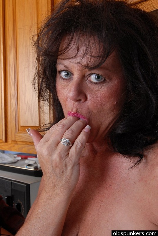 Mature women and grannies. Gallery - 414. Photo - 15
