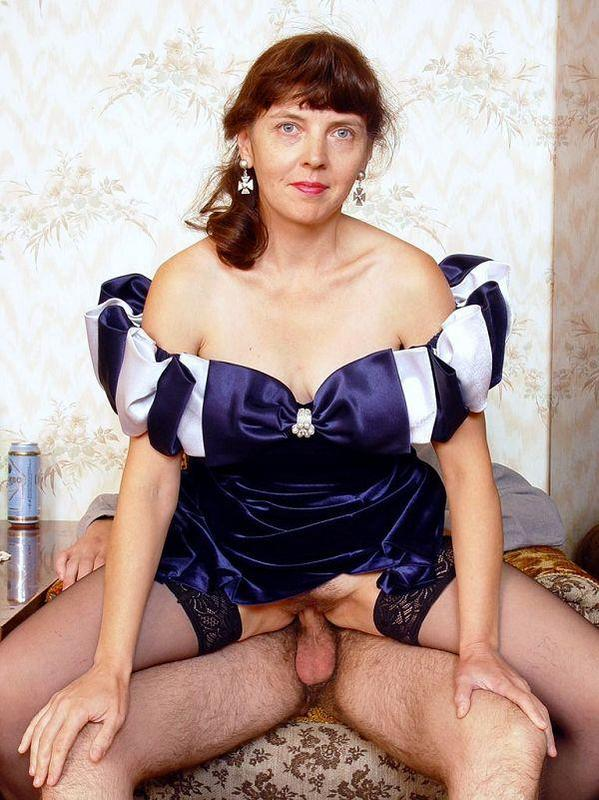 Mature women and grannies. Gallery - 417. Photo - 12