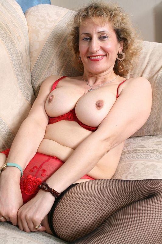 Mature women and grannies. Gallery - 418. Photo - 1