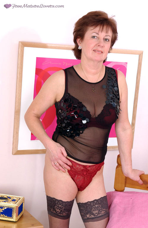 Mature women and grannies. Gallery - 419. Photo - 1