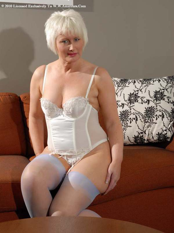 Mature women and grannies. Gallery - 422. Photo - 1