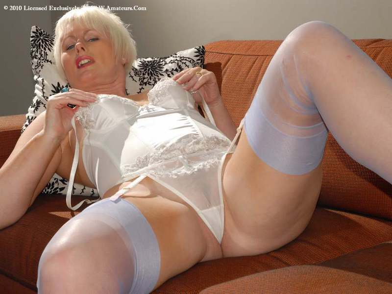 Mature women and grannies. Gallery - 422. Photo - 11