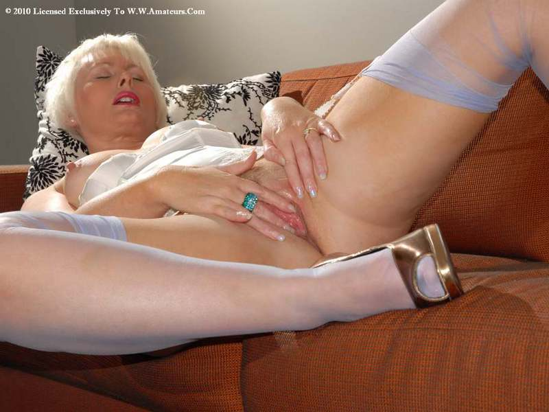Mature women and grannies. Gallery - 422. Photo - 19