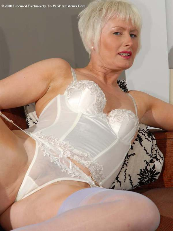 Mature women and grannies. Gallery - 422. Photo - 4
