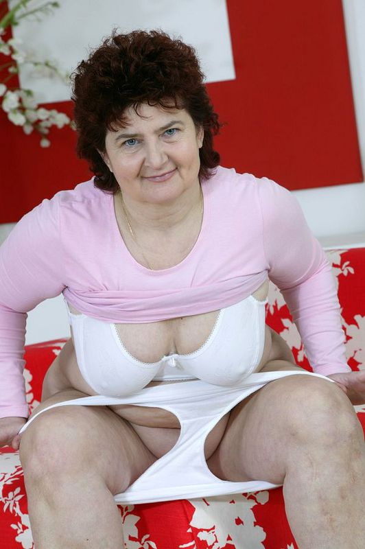 Mature women and grannies. Gallery - 424. Photo - 11