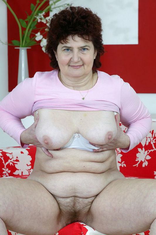 Mature women and grannies. Gallery - 424. Photo - 12