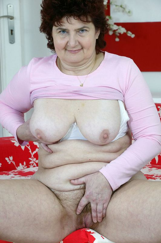 Mature women and grannies. Gallery - 424. Photo - 13