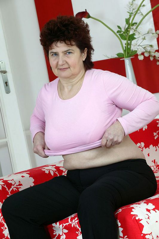 Mature women and grannies. Gallery - 424. Photo - 2