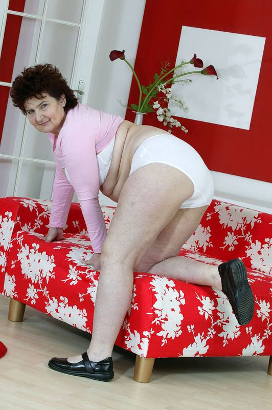 Mature women and grannies. Gallery - 424. Photo - 8