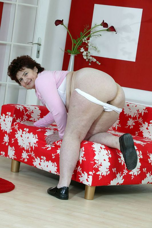 Mature women and grannies. Gallery - 424. Photo - 9