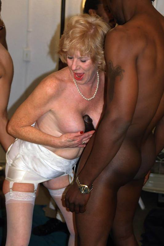 Mature women and grannies. Gallery - 427. Photo - 15