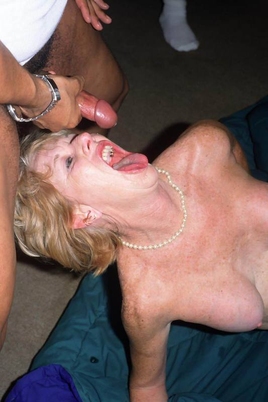 Mature women and grannies. Gallery - 427. Photo - 16
