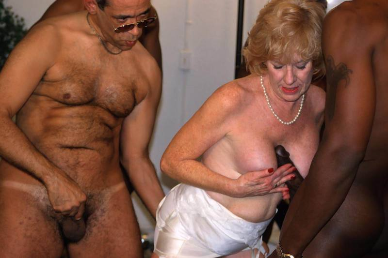 Mature women and grannies. Gallery - 427. Photo - 3