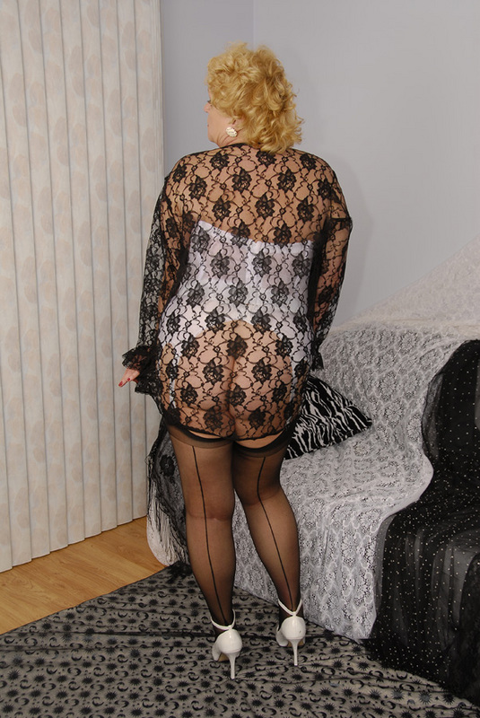 Mature women and grannies. Gallery - 429. Photo - 11