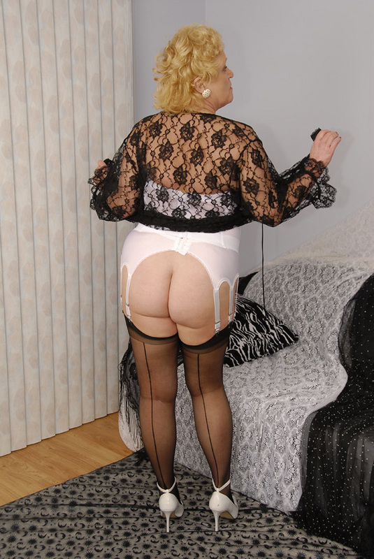 Mature women and grannies. Gallery - 429. Photo - 12