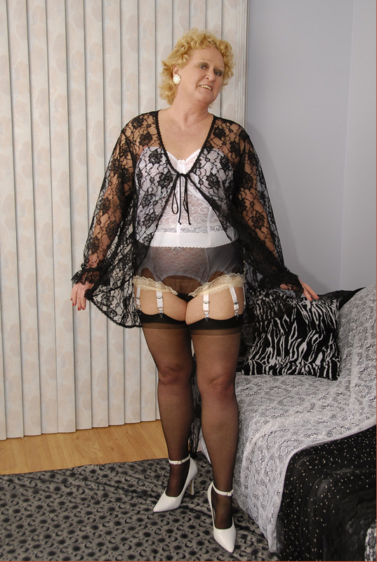 Mature women and grannies. Gallery - 429. Photo - 2