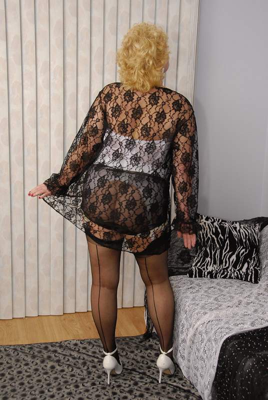 Mature women and grannies. Gallery - 429. Photo - 3