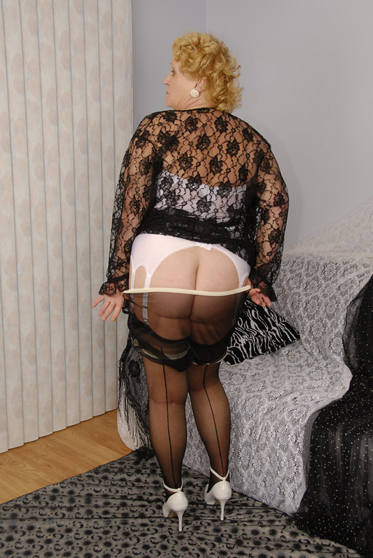 Mature women and grannies. Gallery - 429. Photo - 7