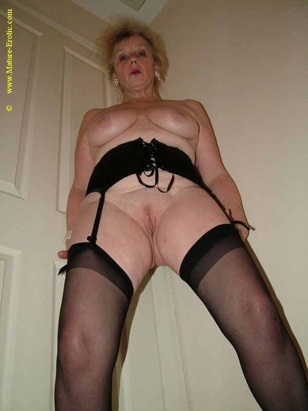Mature women and grannies. Gallery - 431. Photo - 20