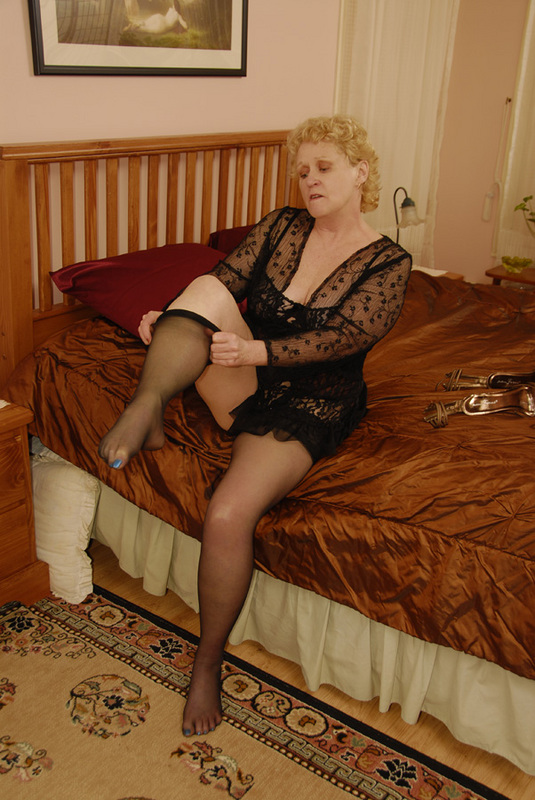 Mature women and grannies. Gallery - 432. Photo - 1
