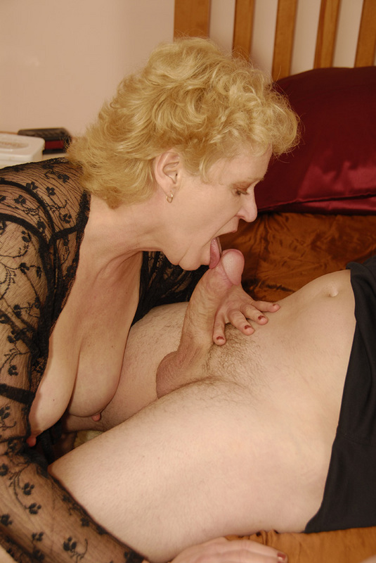 Mature women and grannies. Gallery - 432. Photo - 10