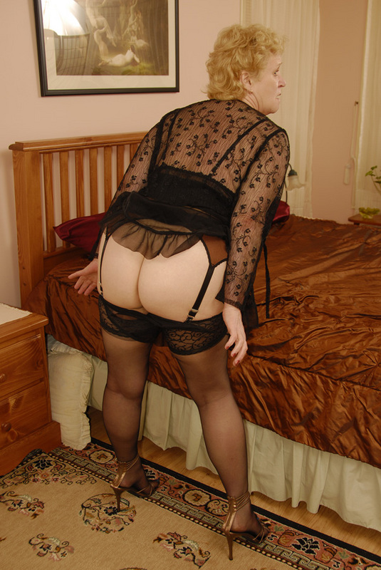 Mature women and grannies. Gallery - 432. Photo - 3