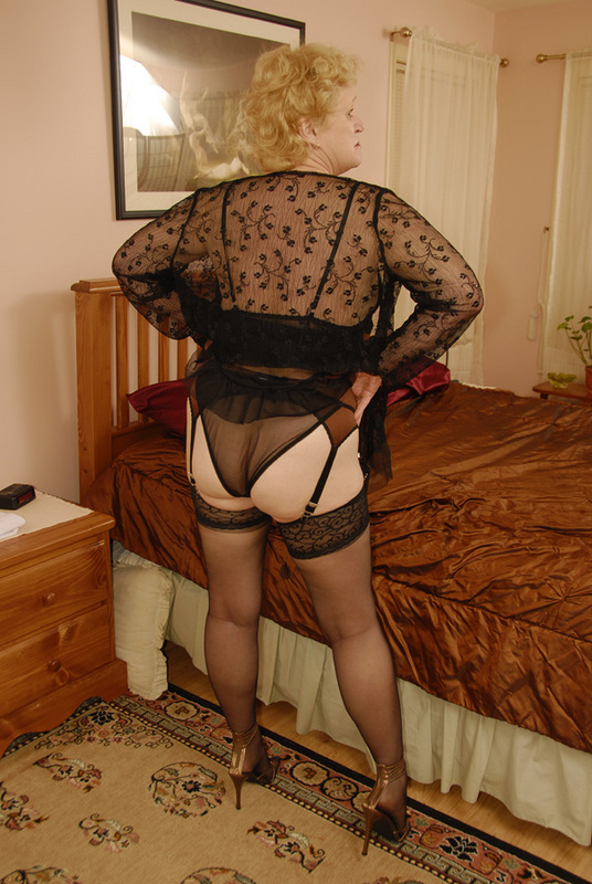 Mature women and grannies. Gallery - 432. Photo - 4