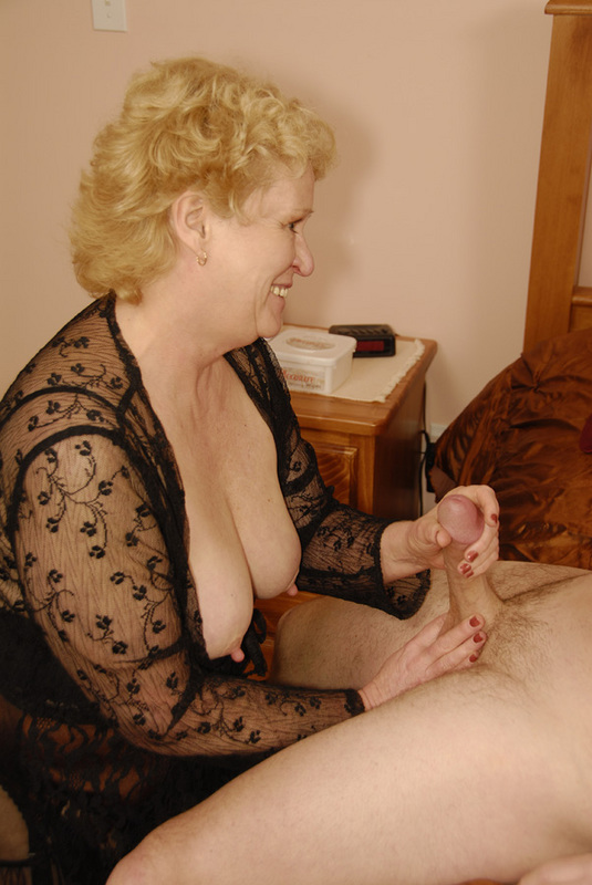 Mature women and grannies. Gallery - 432. Photo - 8