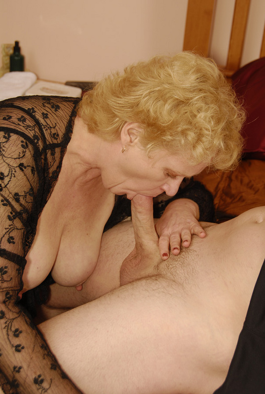 Mature women and grannies. Gallery - 432. Photo - 9
