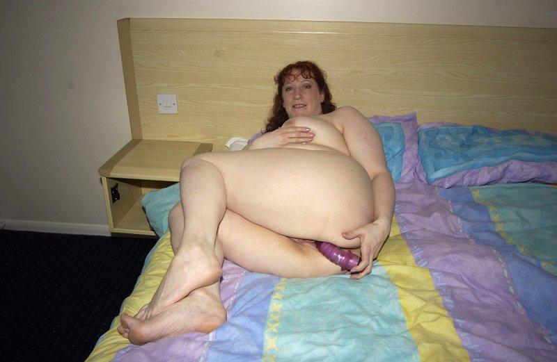 Взрослая дама затеяла дрочку перед сном. Фото - 12