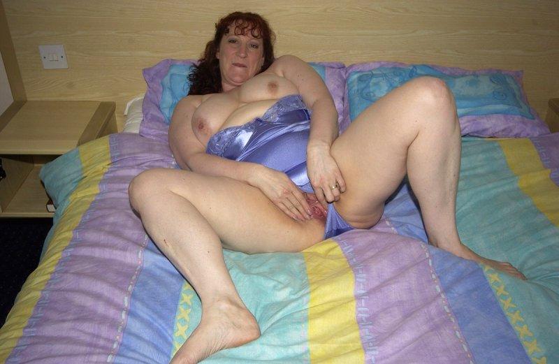 Взрослая дама затеяла дрочку перед сном. Фото - 4