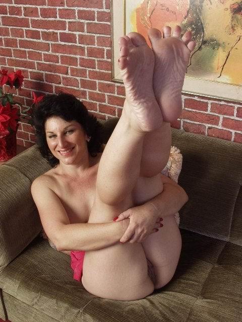 Женщина без трусов на фото. Фото - 14