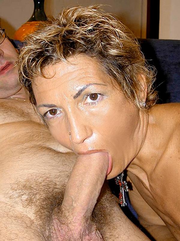 Дама 50+ подмыла мохнатку в ванной и ебется с мужем. Фото - 10