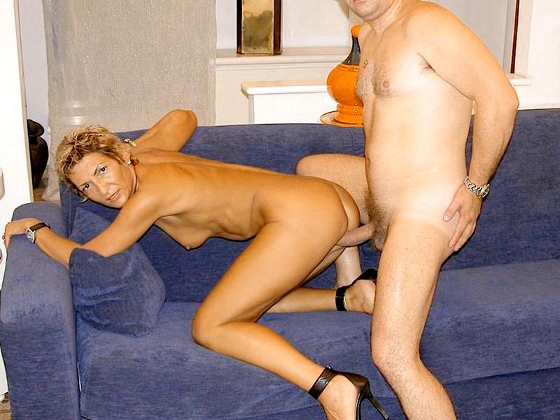 Дама 50+ подмыла мохнатку в ванной и ебется с мужем. Фото - 14