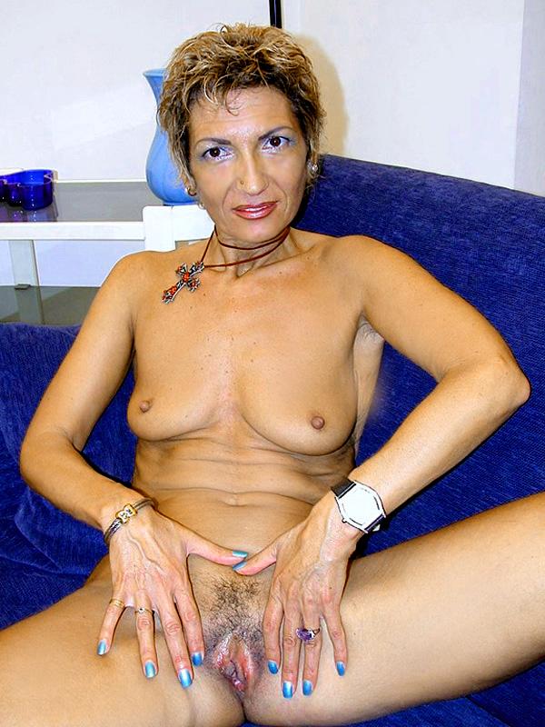 Дама 50+ подмыла мохнатку в ванной и ебется с мужем. Фото - 2