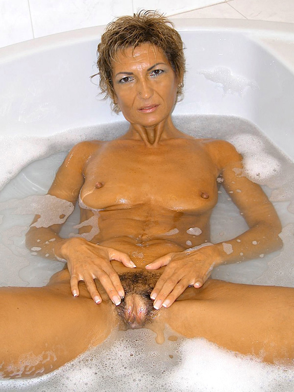 Дама 50+ подмыла мохнатку в ванной и ебется с мужем. Фото - 3
