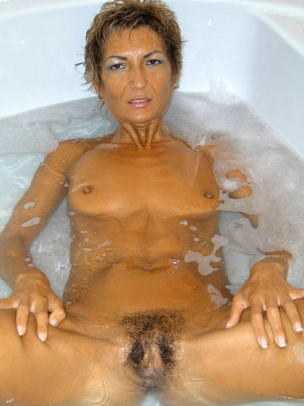 Дама 50+ подмыла мохнатку в ванной и ебется с мужем. Фото - 4