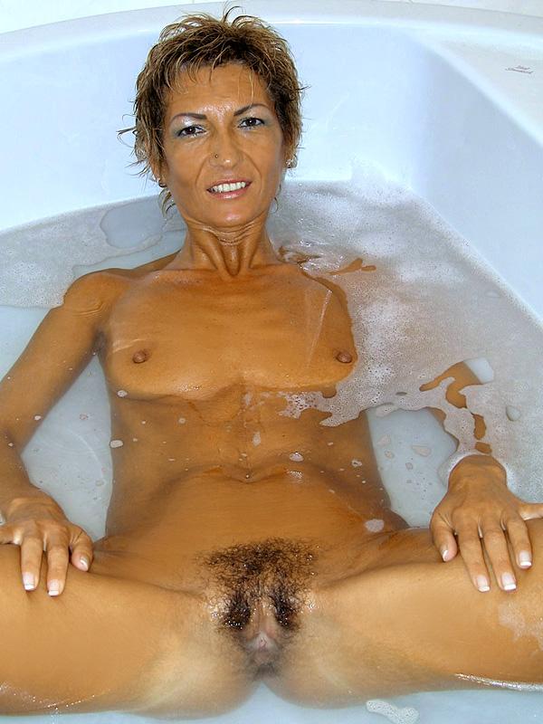 Дама 50+ подмыла мохнатку в ванной и ебется с мужем. Фото - 5