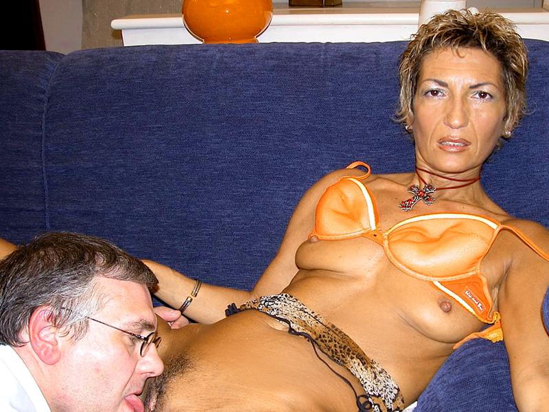 Дама 50+ подмыла мохнатку в ванной и ебется с мужем. Фото - 8