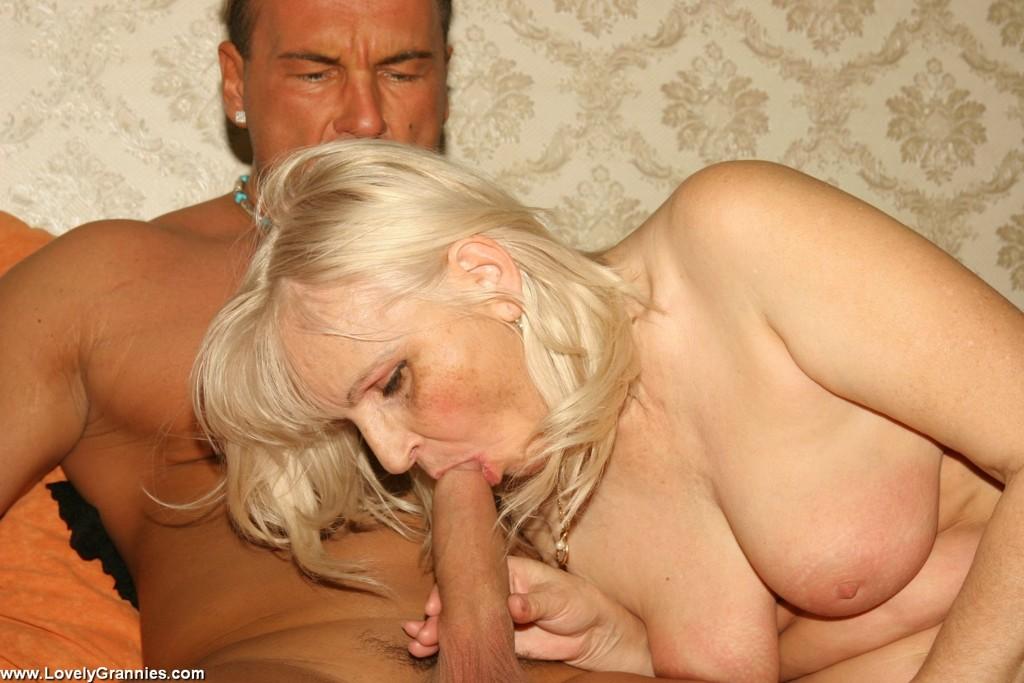 Молодой мужлан на секс фото с дамой пожилого возраста. Фото - 15