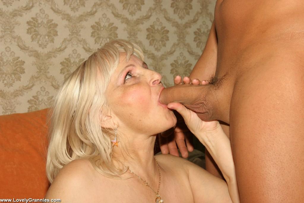 Молодой мужлан на секс фото с дамой пожилого возраста. Фото - 3