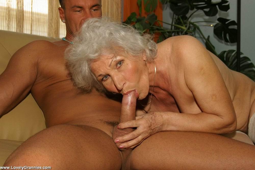 Пожилая членососка против молодого мужчины. Фото - 4