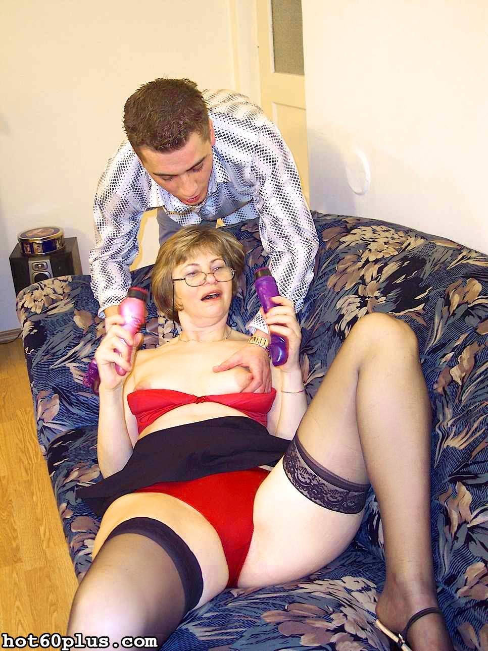ХХХ фотки про трах с мамой на диване. Фото - 14