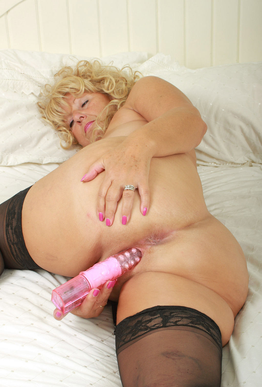 Mature women and grannies. Gallery - 5. Photo - 11