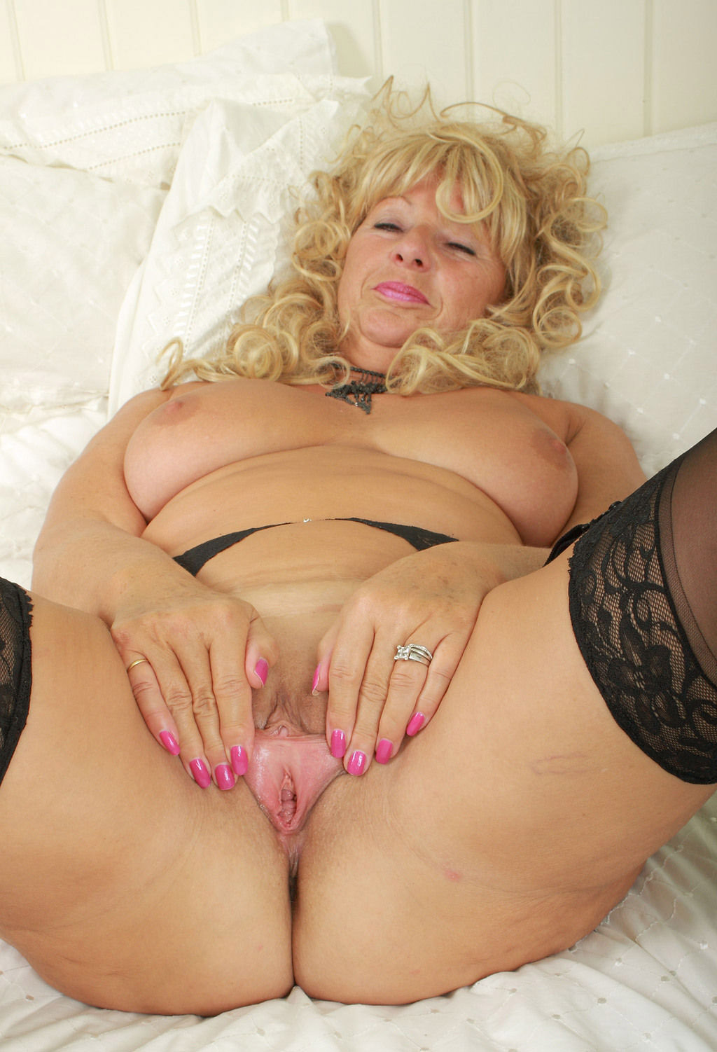 Mature women and grannies. Gallery - 5. Photo - 15