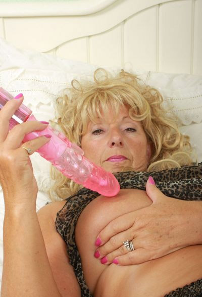 Mature women and grannies. Gallery - 5. Photo - 2