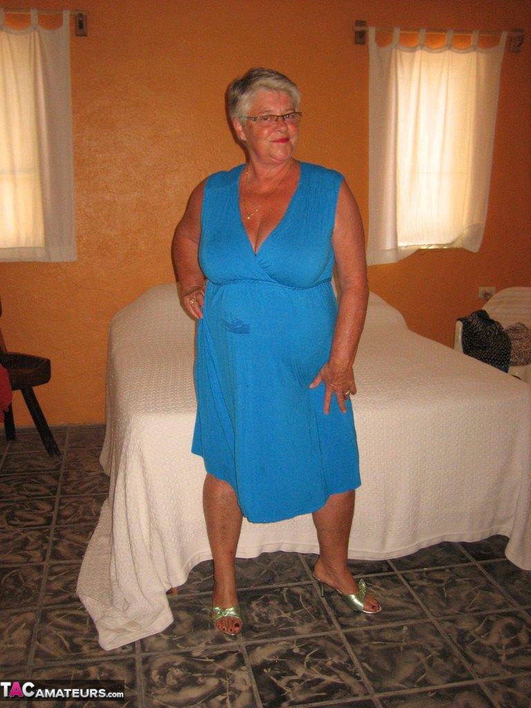 Соло пузатой пожилой женщины. Фото - 1