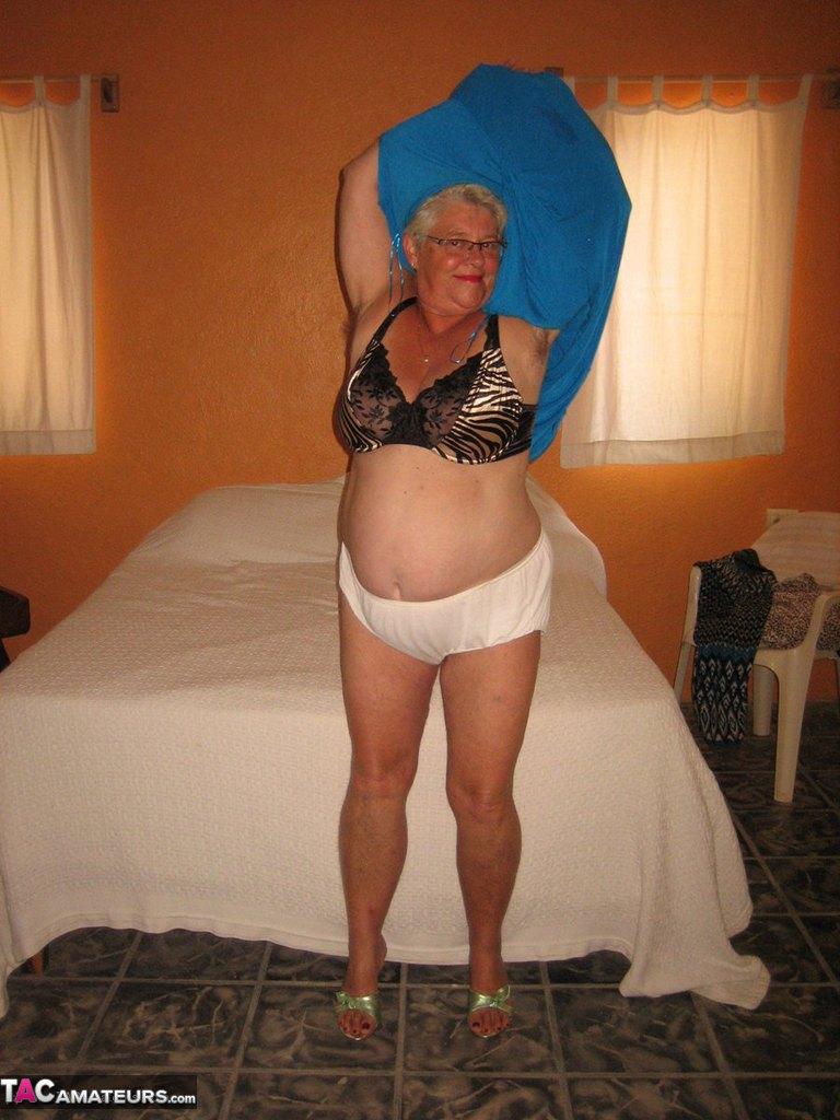 Соло пузатой пожилой женщины. Фото - 11